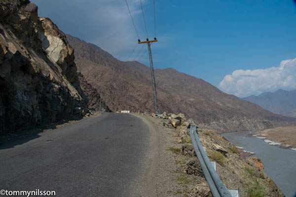 the-kkh-between-gilgit-and-besham-_